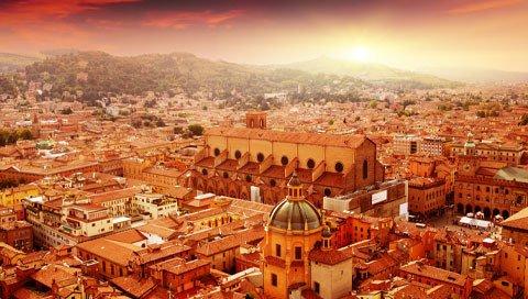 Uitzicht over Bologna met zonsondergang